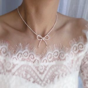 Jewelry - Freshwater pearl bow necklace